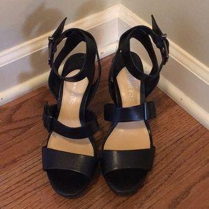 Gianni Bini wedge shoe
